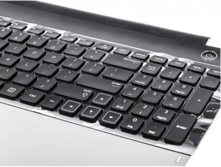 Klawiatura z obudową do laptopa Samsung NP300E5A